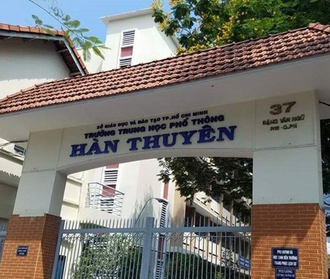 Sơn phục hồi bảng tại trường PTTH Hàn Thuyên